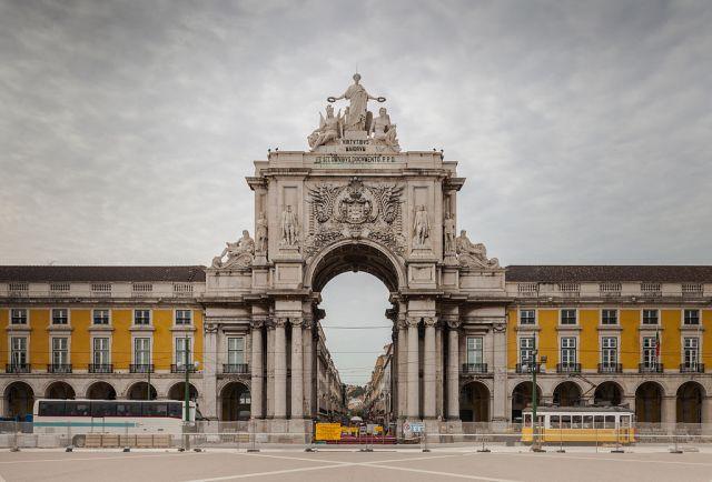 1024px-arco_triunfal_da_rua_augusta_plaza_del_comercio_lisboa_portugal_2012-05-12_dd_02